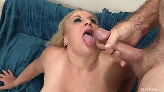 Full-grown maven Stunning Summer gets a stiff dick in the brush twat