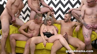 Couple of younger dudes flesh out wide to dear one overjoyed pussy of a adult