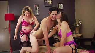 Bisexuall threesome with Victoria Voxxx is leading for this guy