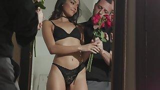 Blowbang surprise for pretty girlfriend Emily Willis residuum with bukkake