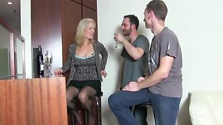 Watch this milf ... retty face while object fucked